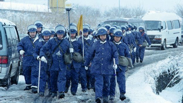 La policía inspeccionó todas las dependencias de la secta tras los mortales ataques. (Foto: Getty Images)