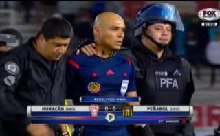 Futbolistas de Huracán y Peñarol intentaron agredir al árbitro