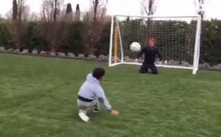 Cristiano Ronaldo: su hijo le 'enseña' a patear penales [VIDEO]