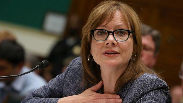 Mary Barra, directora ejecutiva de General Motors, ha defendido la venta de vehículos sin bolsas de aire. (Foto: Getty Images)