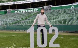 Claudio Pizarro se convirtió en el goleador histórico de Bremen
