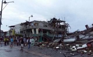 """Terremoto en Ecuador: Epicentro necesita """"rescatistas rápido"""""""