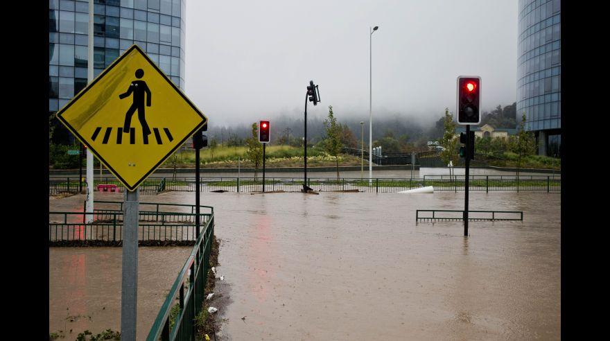 Fuertes lluvias colapsan Santiago de Chile [FOTOS]