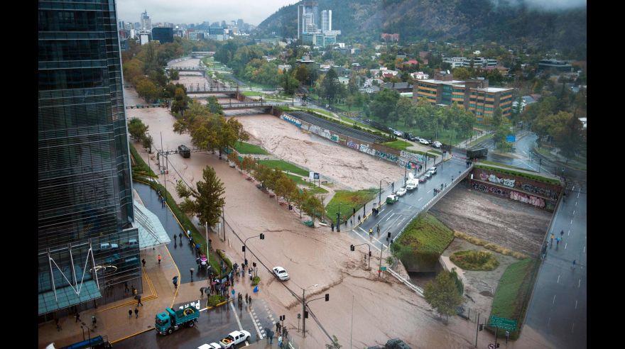 Fuertes lluvias colapsan santiago de chile fotos foto for Calles de santiago de chile