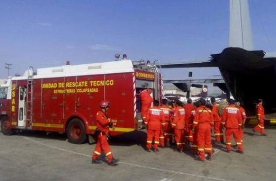 Bomberos peruanos viajan a Ecuador tras terremoto de 7,8 grados