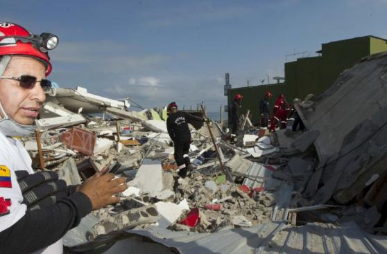Ecuador: La ardua búsqueda de sobrevivientes bajo los escombros
