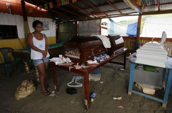Terremoto: Ecuador empieza a enterrar a sus muertos [FOTOS]