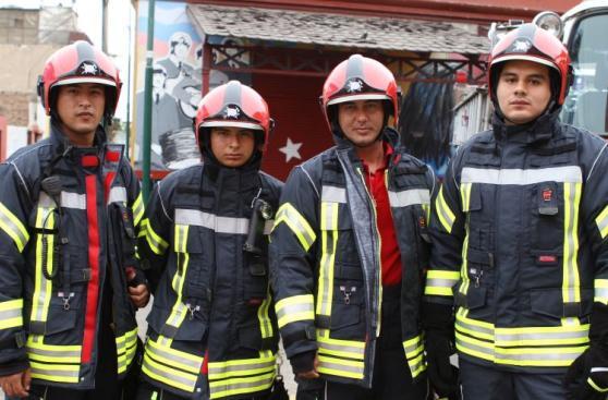 Barranco: entregan camionetas, uniformes y equipos a bomberos