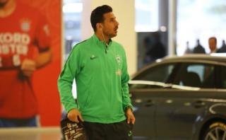 Bayern Múnich y los hinchas no se olvidaron de Claudio Pizarro