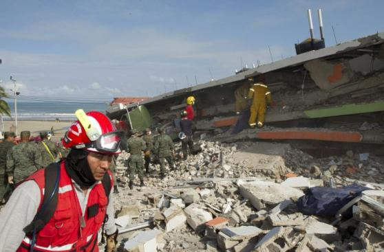 Terremoto en Ecuador: La desesperada búsqueda de sobrevivientes