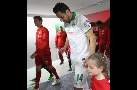 Claudio Pizarro: fotos de ¿su último partido de Copa Alemana?