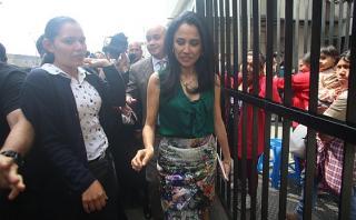 Fiscalización plantea que se impida a Nadine salir del país