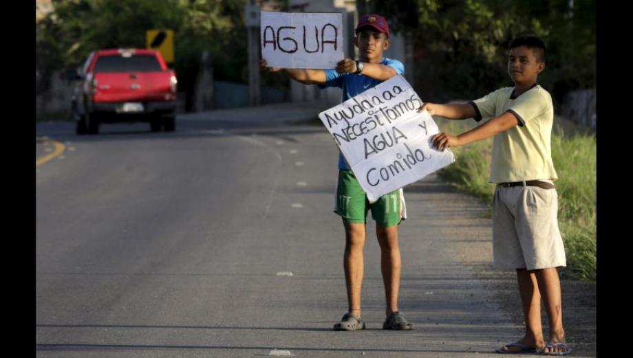 Terremoto en Ecuador: Miles claman por ayuda