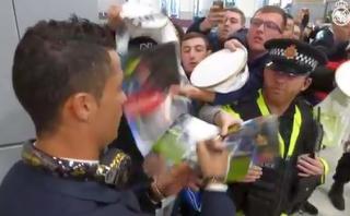 Cristiano Ronaldo desató euforia de fans en aeropuerto inglés