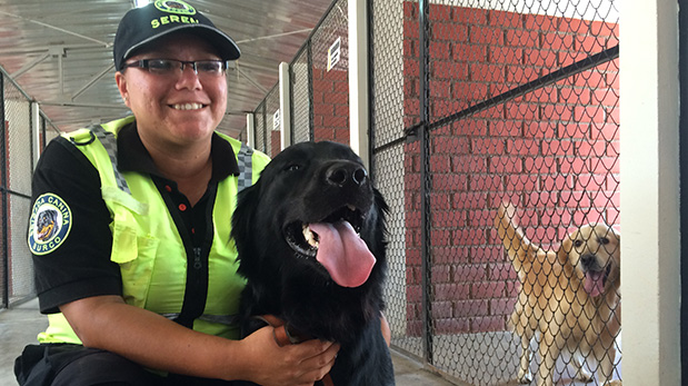 Milagros Rodríguez, la serena de la brigada canina de Surco que tiene a Jackson a su cargo.