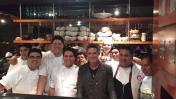 Alejandro Sanz probó la cocina nikkei a su paso por Lima