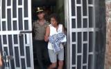 Mujer que fue grabada golpeando a su nieta fue liberada