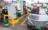 Detienen a tres policías por presunto robo de combustible