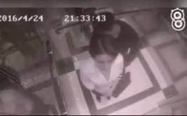 Mujer dio una paliza a sujeto que la acosó en ascensor [VIDEO]