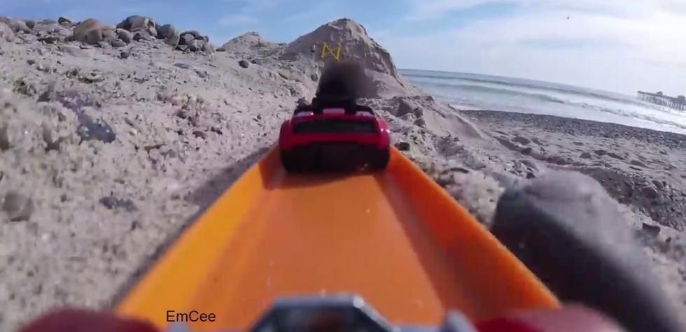 YouTube: Que se siente manejar un Hot Wheels [VIDEO]