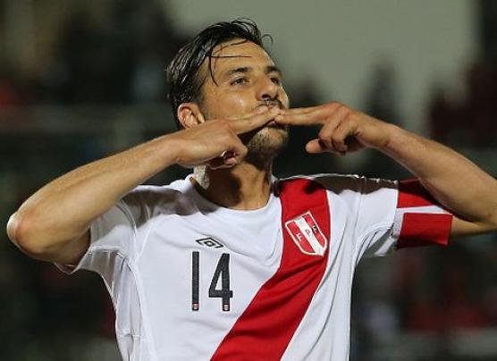 """Selección: """"Mister Chip"""" defendió carrera de Claudio Pizarro"""