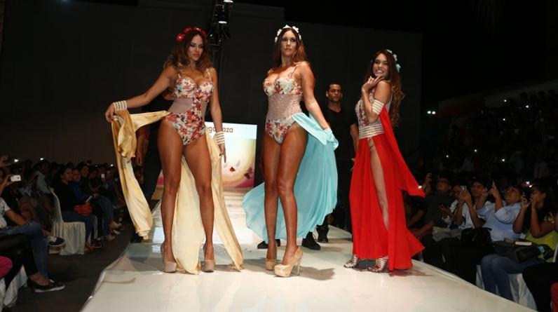 """Maricris Rubio, Tilsa Lozano y Jazmín Pinedo volvieron a desfilar como """"Las Vengadoras"""". Las modelos se habían alejado de las pasarelas para dedicarse a su faceta como madres. (Fotos: USI)"""