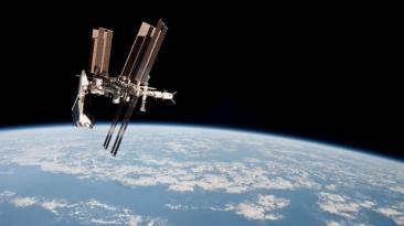 Rusia retrasa el regreso de tres astronautas a la Tierra