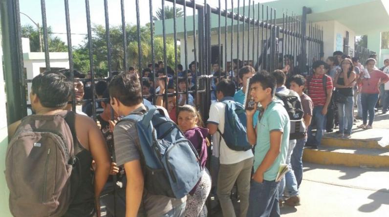 Un grupo de estudiantes beneficiados del comedor universitario tomó las instalaciones de la Universidad Nacional Pedro Ruiz Gallo de Lambayeque.(Wilfredo Sandoval / El Comercio)