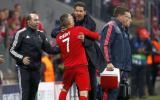Un enfurecido Diego Simeone fue contenido por Franck Ribéry