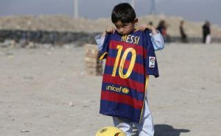 ¿Por qué niño con camiseta de Messi tuvo que huir a Pakistán?