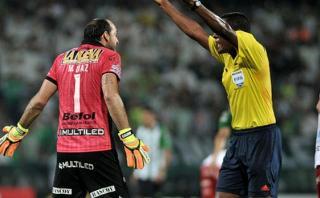 Árbitro venezolano faltó el respeto a jugadores de Huracán