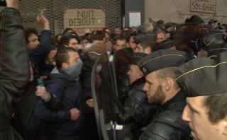 Francia: Evacúan a la fuerza colegio ocupado por migrantes