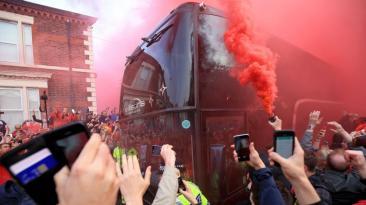 Liverpool-Villarreal: fiesta en los alrededores de Anfield Road