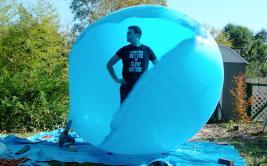 Así explota un globo de aire con una persona dentro [VIDEO]