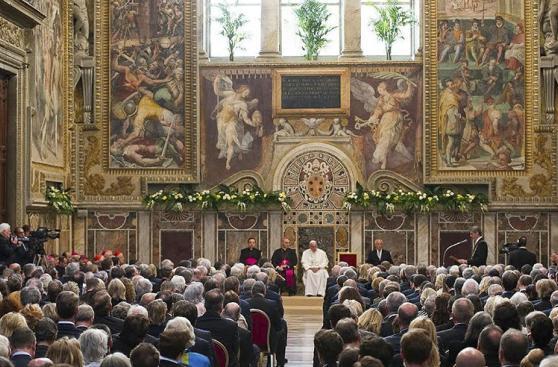 El Papa Francisco recibe el premio Carlomagno
