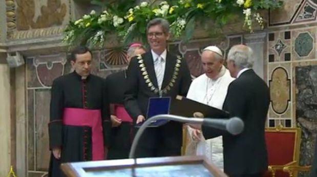 El papa Francisco recibió el premio Carlomagno. (Foto: Captura de pantalla Youtube)