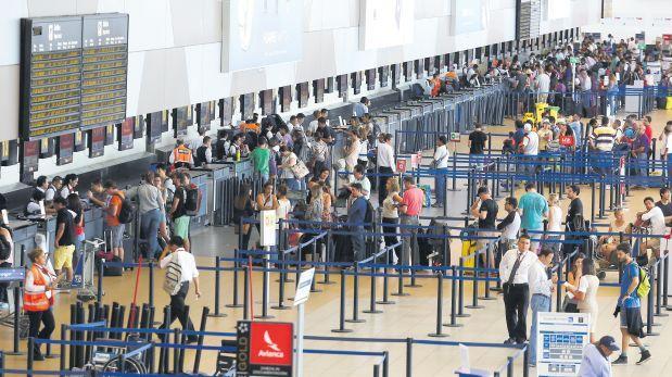 ¿Por qué se permite que las aerolíneas sobrevendan vuelos?