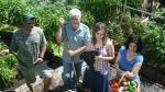 La familia que produce miles de kilos de comida en su patio - Noticias de esto es guerra