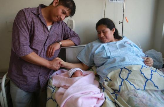 Premian a mujeres que dieron a luz el Día de la Madre [FOTOS]