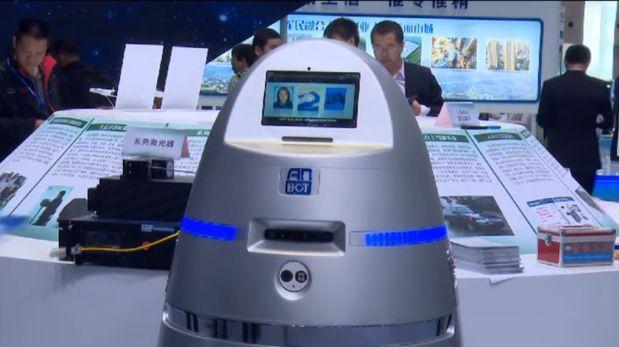 Crean robot policía que podría pronto patrullar en bancos