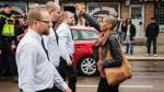"""Mujer que encaró a neonazis: """"Me siento avergonzada de Europa"""" - Noticias de movimiento jóvenes del pueblo"""
