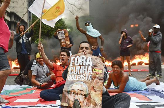 Brasil:Toman carreteras en protesta contra impeachment a Dilma