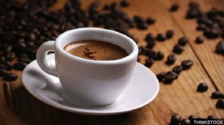 La ganancia obtenida por la venta de una taza de café suele ser astronómica si se la compara con el precio del grano. (Foto: BBC Mundo)