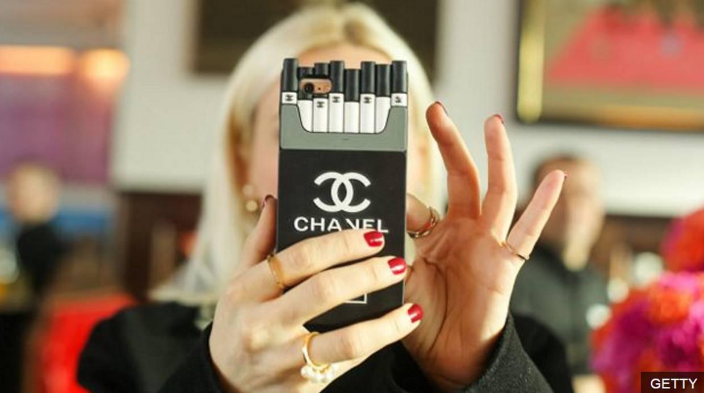 La firma se ufana -apoyada en los números- de que el iPhone es el teléfono favorito del mundo. (Foto: BBC Mundo)