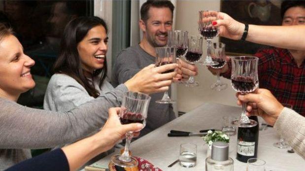 Las cenas de VizEat son informales e íntimas, lo que es otro ejemplo de la economía colaborativa.