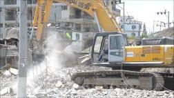 A un mes de terremoto, balneario de Ecuador busca reconstruirse