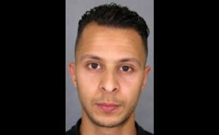Terrorista puso bandera de EI en Facebook antes de atacar París