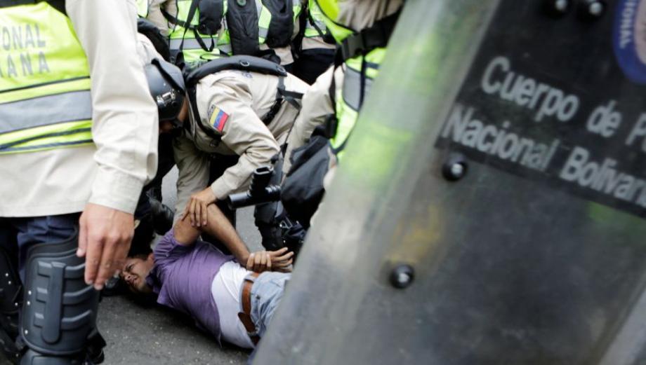 Venezuela: Maduro vuelve a reprimir marchas por revocatorio