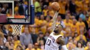 LeBron James y una clavada que volvió 'loca' a la hinchada