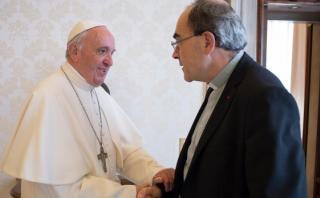 ¿Por qué este encuentro del Papa y un cardenal genera polémica?